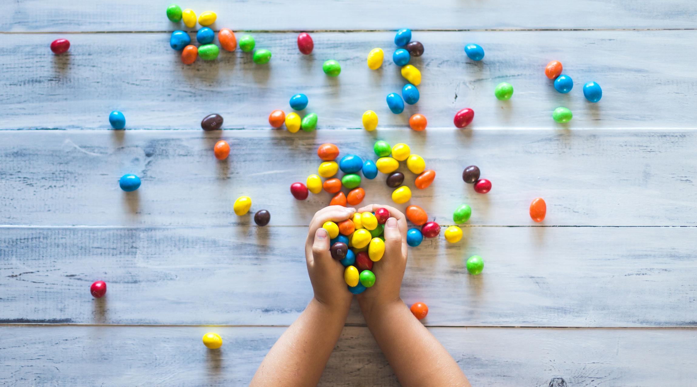 Barn holder godteri